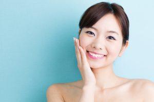 ホワイトニングを受けて歯が綺麗になった女性