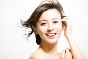 綺麗な歯と綺麗な肌が好印象な女性