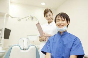男性歯科医と女性歯科医
