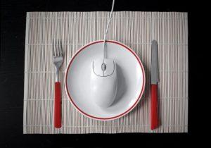 皿に盛り付けられたマウス