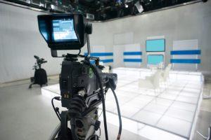 ステージの前にカメラが設置している