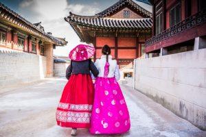 昔ながらの台湾の服装と街並み