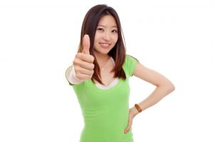 緑Tシャツを着ている女性