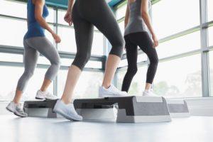 運動している女性たち