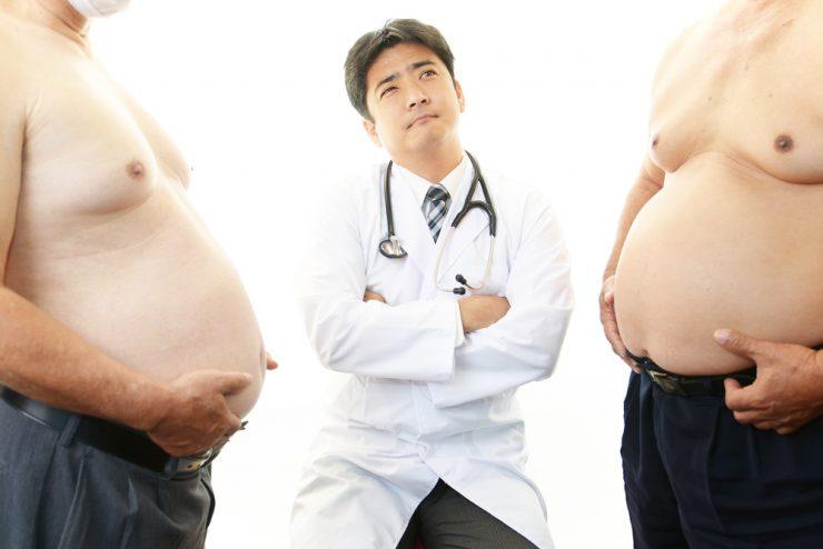 肥満男2人と医者