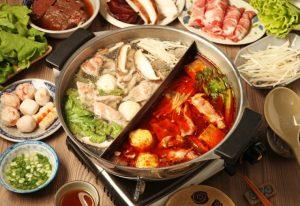 一度に二つの味を楽しめる韓国風の鍋