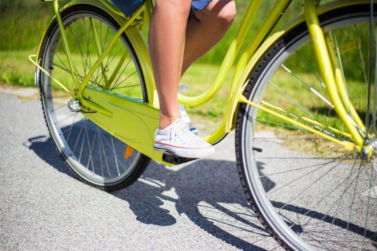 自転車をこぐ