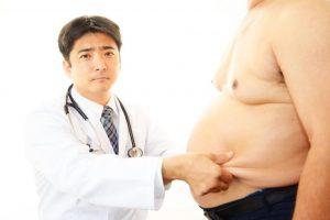 医者と太っている男性