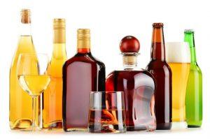 たくさん種類のお酒の瓶