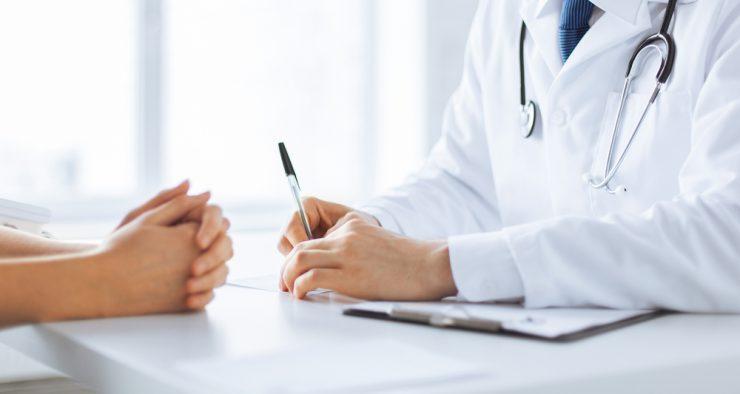 医者と患者が話している