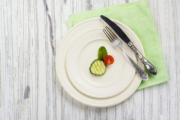 食器と野菜