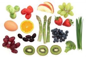様々な種類のフルーツと野菜
