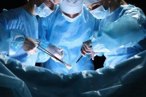 手術をしている光景