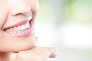 歯が白い女性