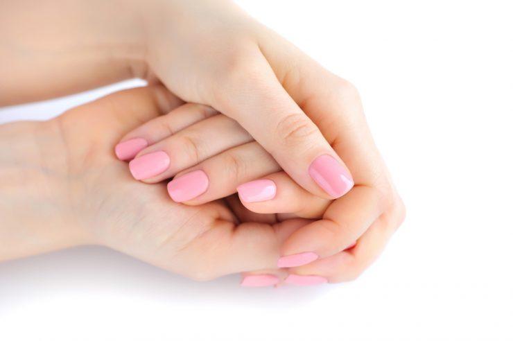 女性のきれいな手