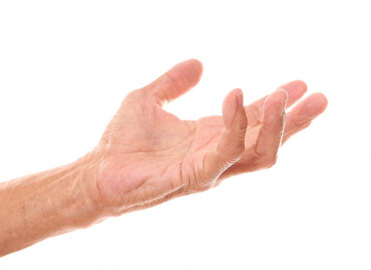 年を取った人の手