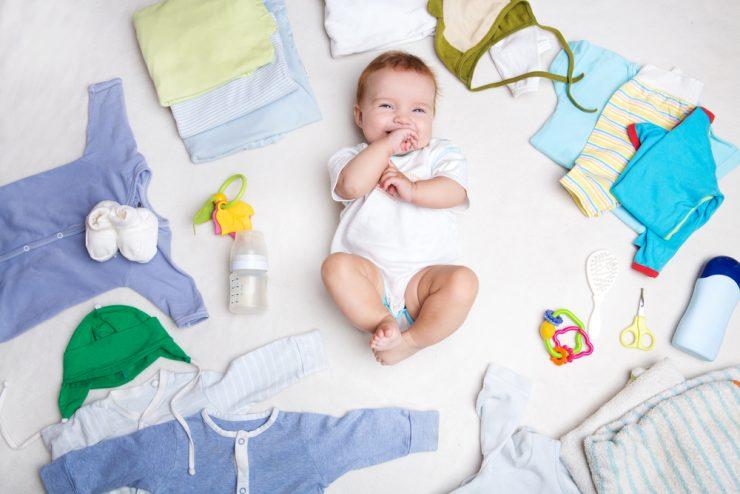 赤ちゃんと赤ちゃん服