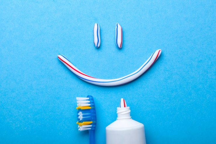 歯磨き粉と歯ブラシ