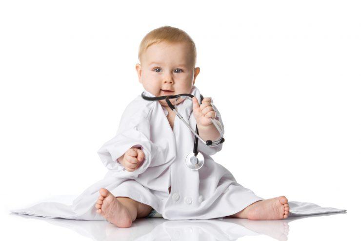 赤ちゃんは医者の服を着る