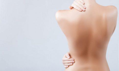 裸女性の後ろ姿