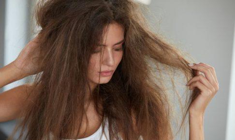 ぼさぼさしている髪
