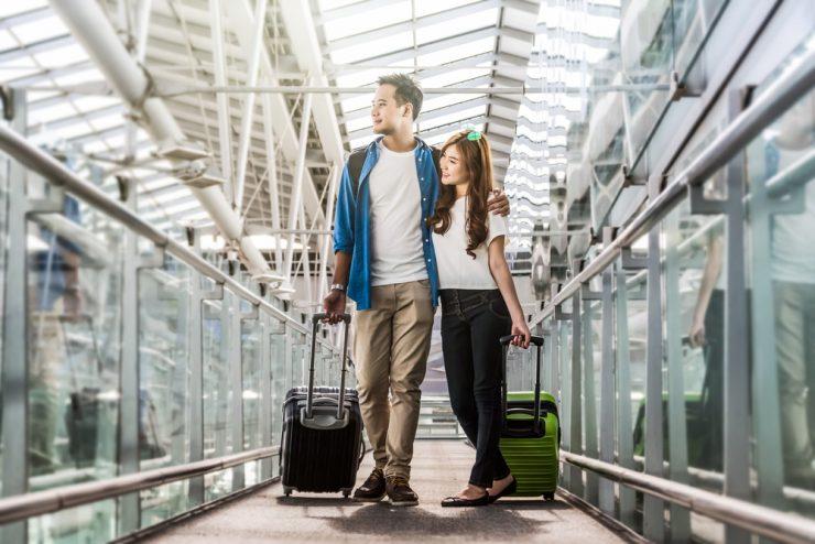 旅行行っているカップル
