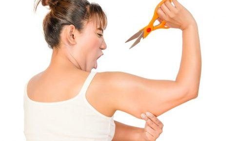 二の腕を切りたい女性