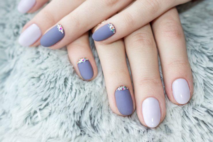 紫のネイル