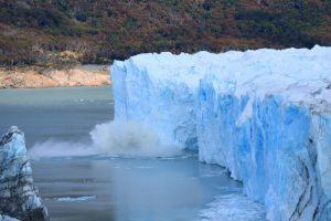 凍っている湖