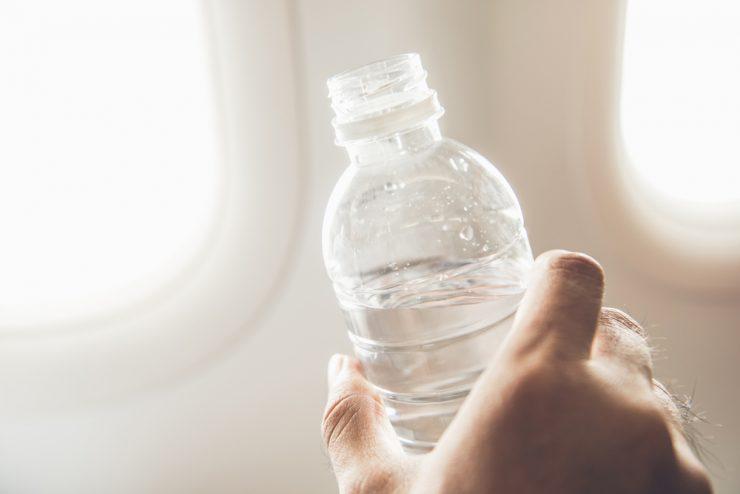 ペットボトルに入った水